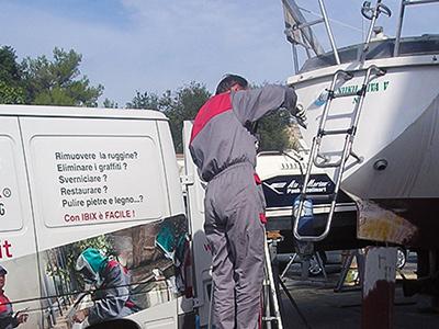 Pulizia strutture inox barche